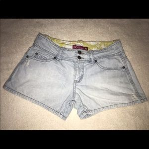 SO light denim shorts